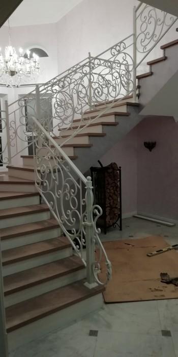 Лестница на второй этаж в Истре